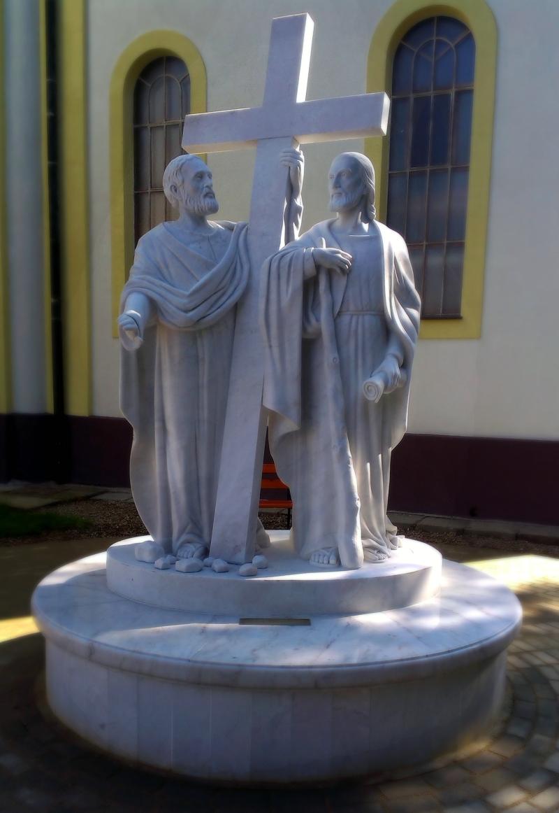Sv. Filip a Jakub, Kozarovce, biely mramor
