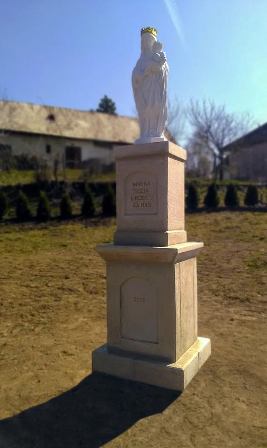 Socha s podstavcom, Obec Domadice