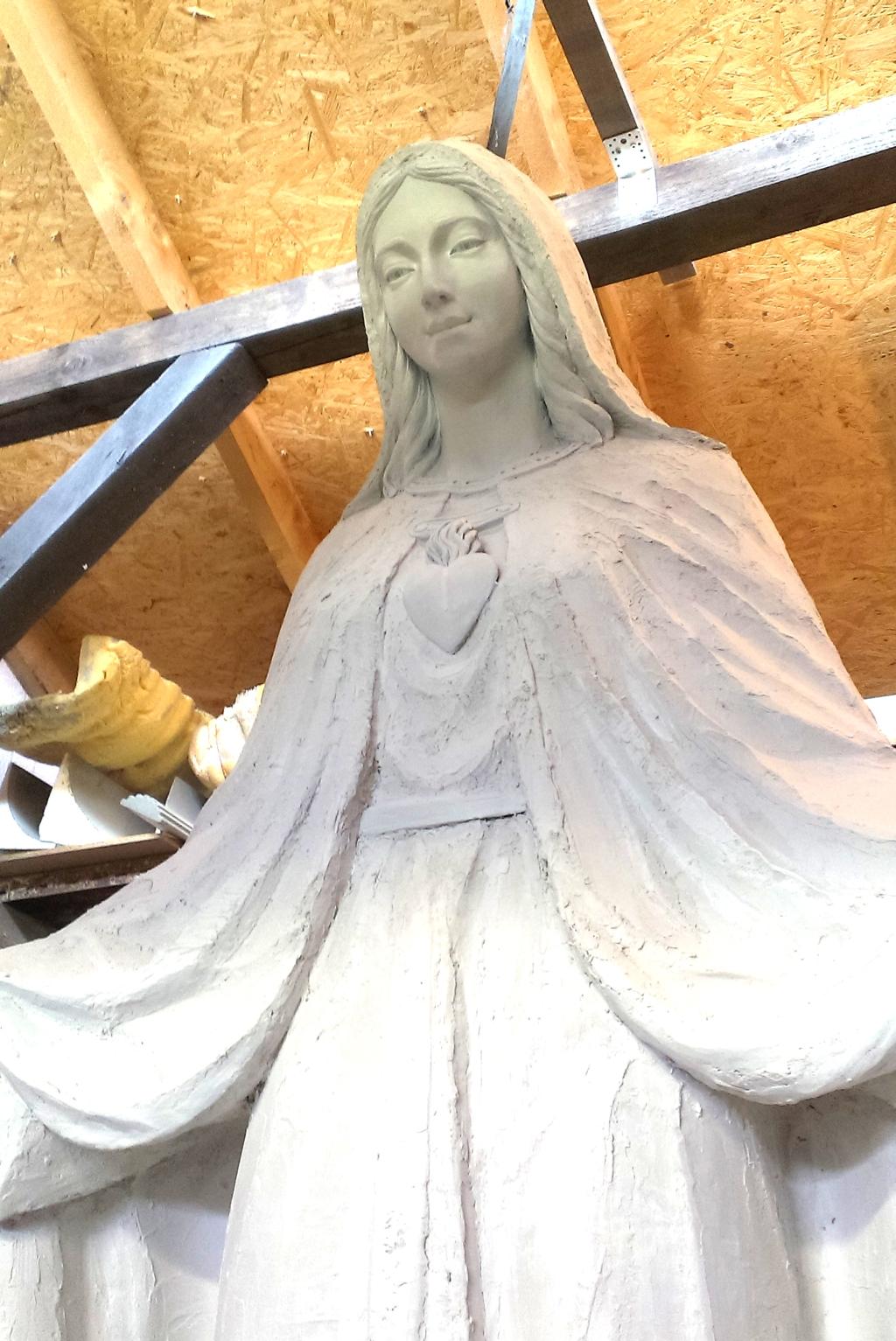 Socha Márie, model.