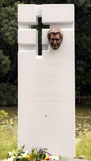 Pomnik Srholec Devin