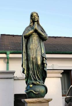 Poľná ulica 2, Slovenský Grob