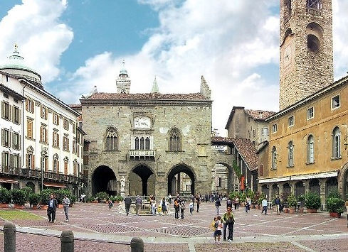 piazza vecchia.jpg
