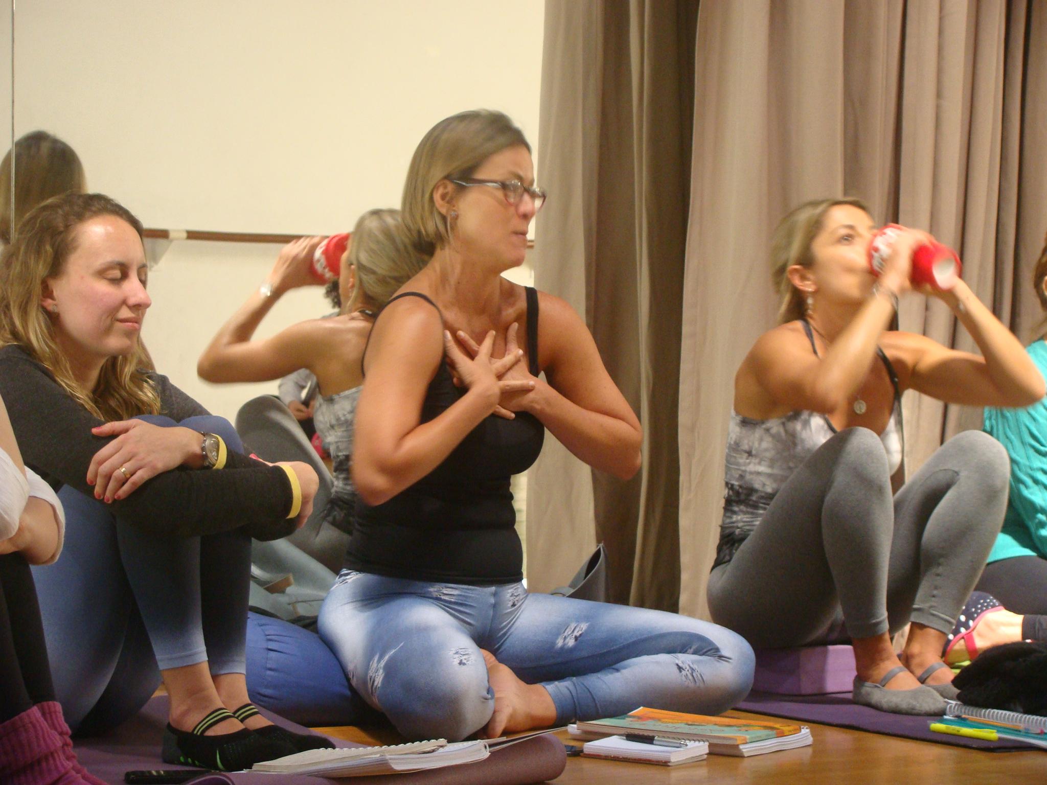 Curso de Yoga - Roberta Monteiro