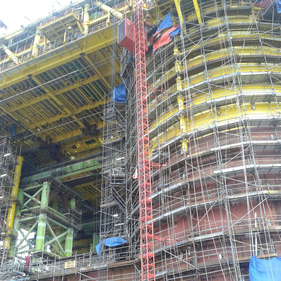 Passenger Hoist @ Oil Rig Construction