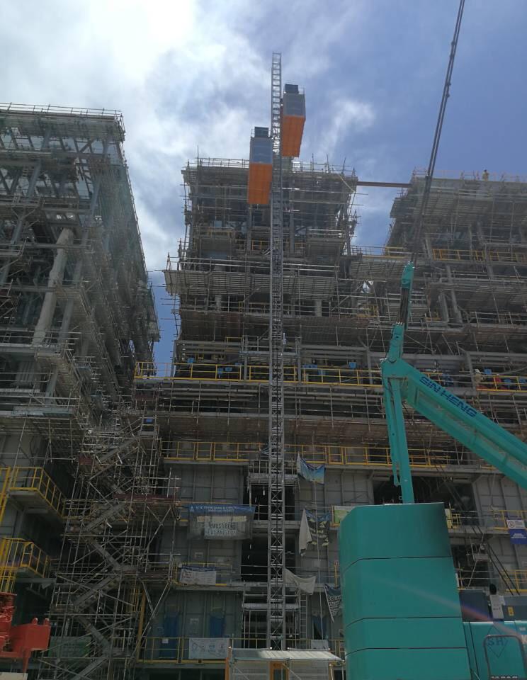 Passenger Hoist @ Petrochemical Plant Construction