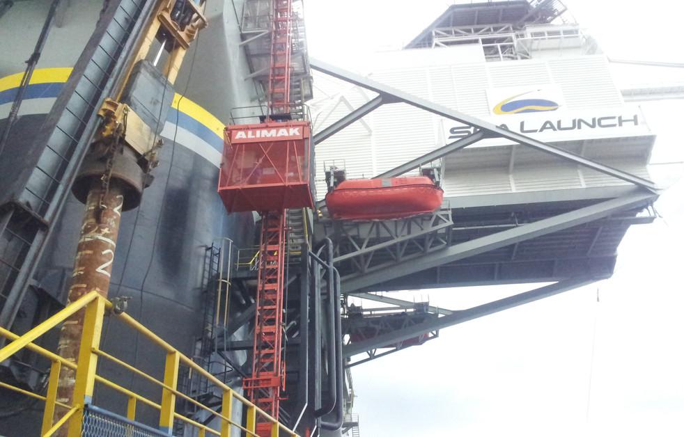 Passenger Hoist @ Shipyard Vessel