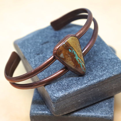 Triangular Ribbon Turquoise cabochon in double copper band