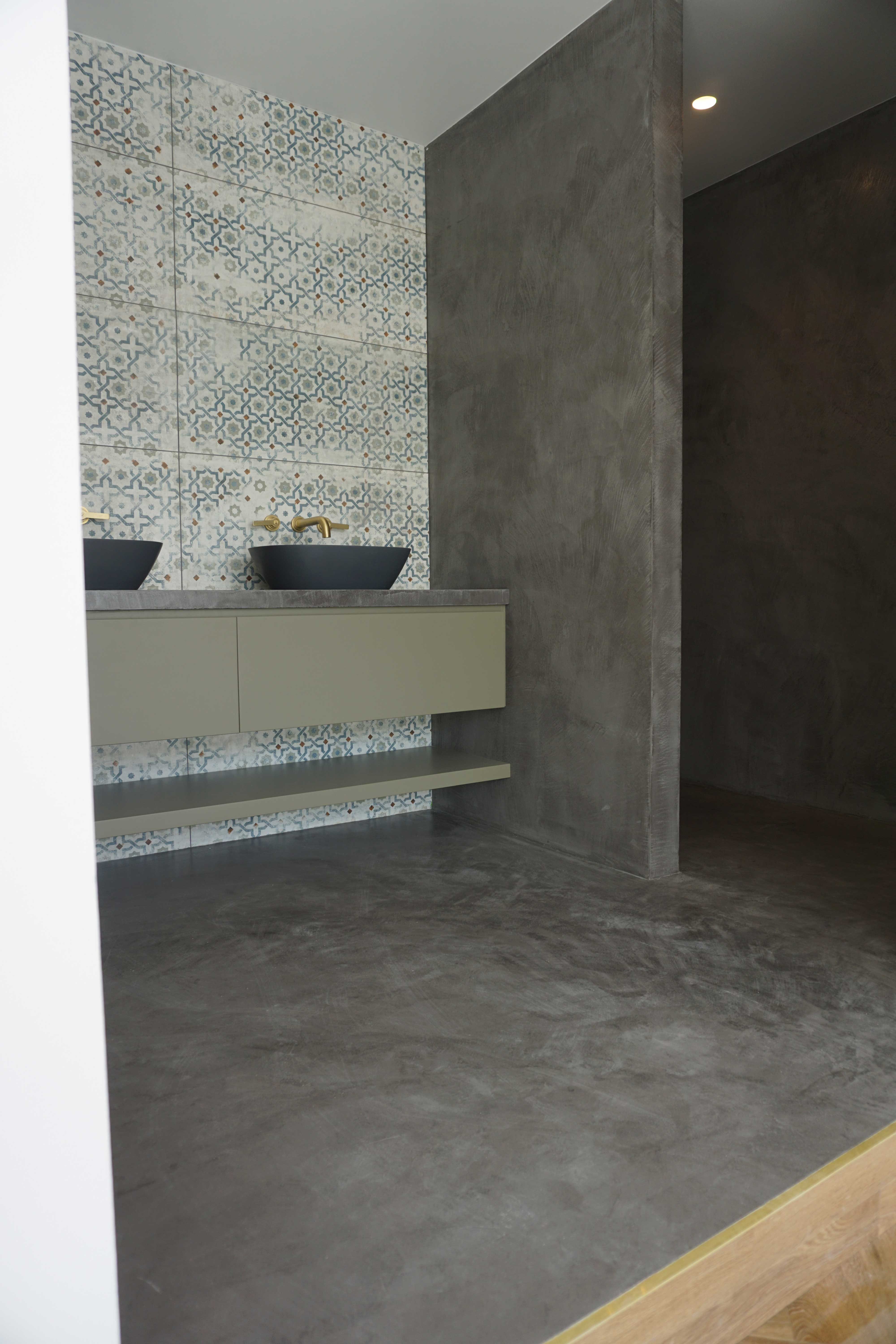 Microcement floor and walls in London, N1