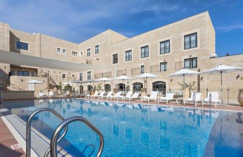 בריכה במלון אדמונד ראש פינה
