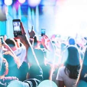 영국 에든버러의 한 음악 페스티벌이 관객의 휴대폰 사용을 금지했다