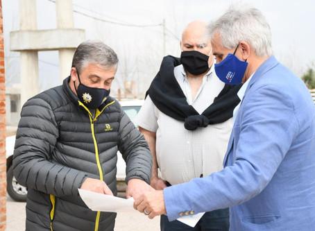 Pedretti recorrió junto a funcionarios de seguridad el edificio del nuevo destacamento en Tierra de