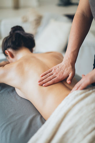 topless-woman-lying-on-bed-for-a-massage