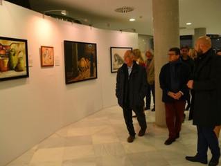 Alexandre Monntoya muestra su obra pictórica hiperrealista en el Teatro Auditorio de Roquetas de Mar