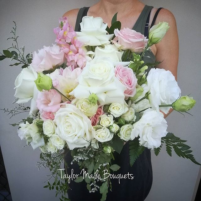 ~Alex~Today's stunning bridal bouquet ~�