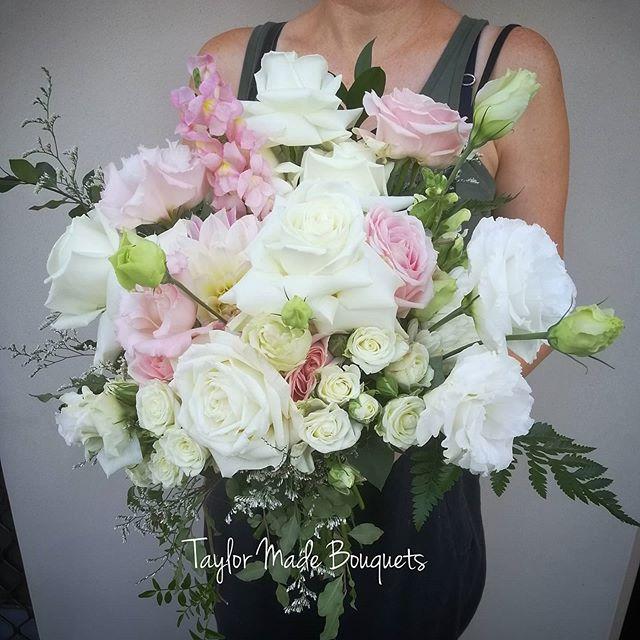 ~Alex~Today's stunning bridal bouquet ~�