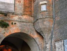 Piquecos - Courtyard passage