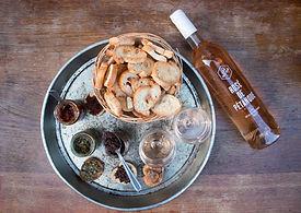 Bouteille de rosé et tartinades provenant de l'entreprise Les Niçois