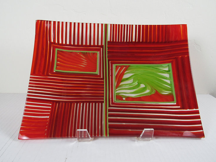 Tray red & green on edge with raiking by Malu