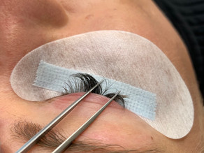 How to Safely Remove Your Eyelash Extensions