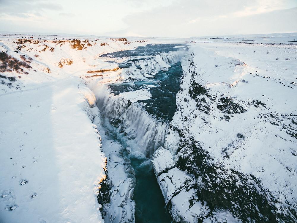 Chutes d'eau de Gulfoss en Islande, @connormollison
