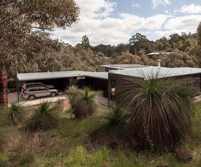 Nyaania Creek Darlington Residence – House nestled within the landscape
