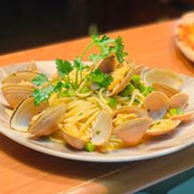 Spaghetti Clams parsley authentic seafood shellfish