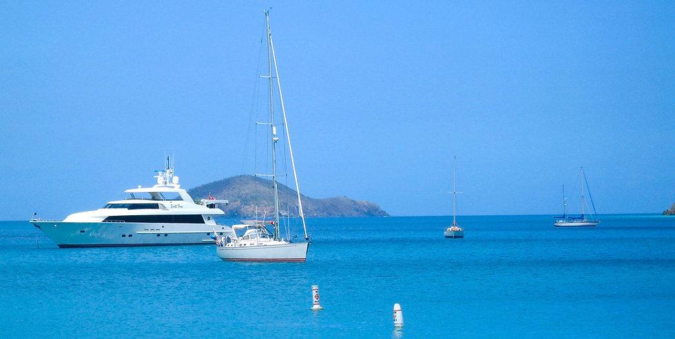 body-of-water-and-white-yacht-913111.jpg