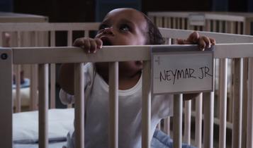 Principais atletas da Nike voltam ao berçário em nova campanha
