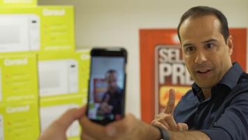 """Ricardo Eletro lança """"Selfie de Preços"""""""