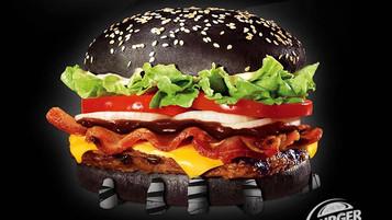 Hambúrguer com pão preto do Burguer King chega ao Brasil
