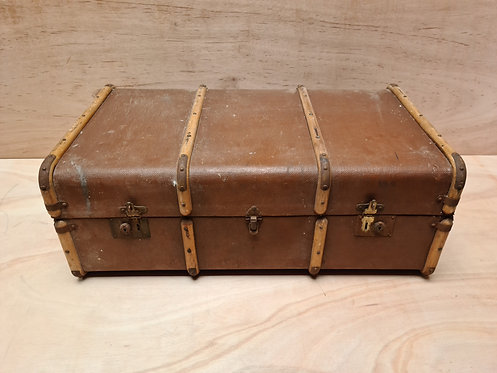 Large Trunk with removable shelf