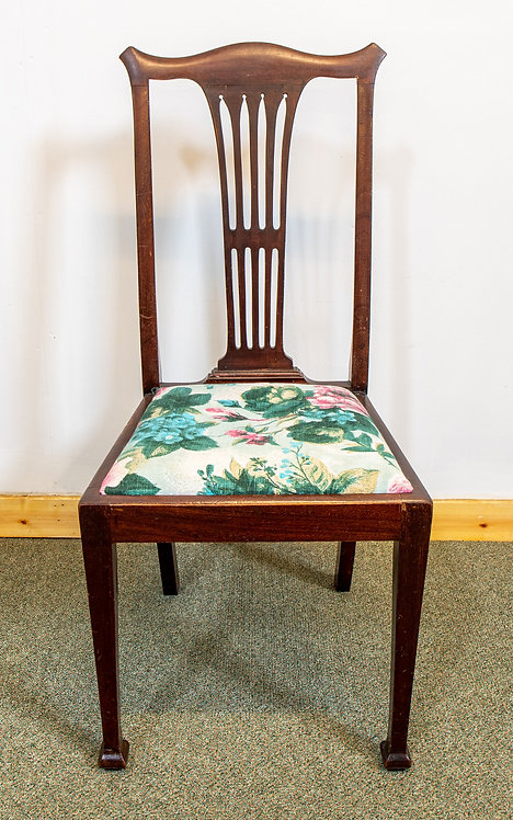 Chair with removable seat pads