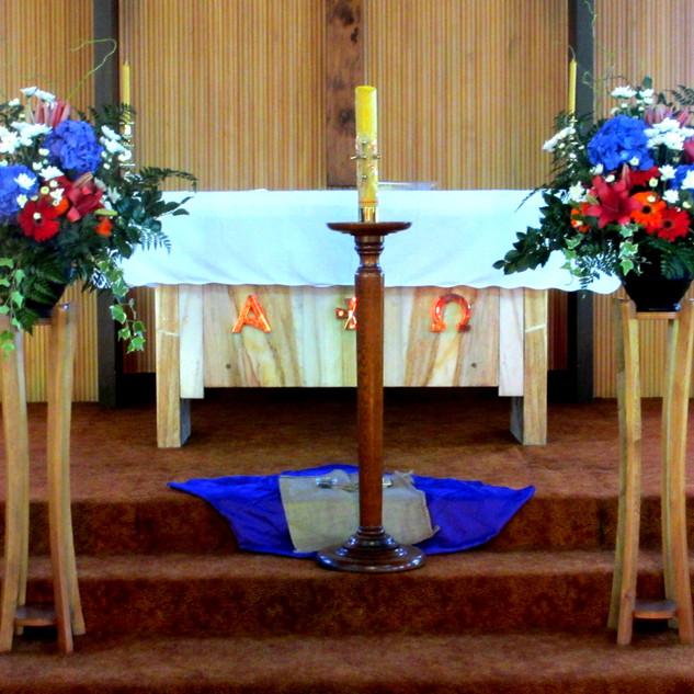 flower-love-pedestal-arrangements-blue-r