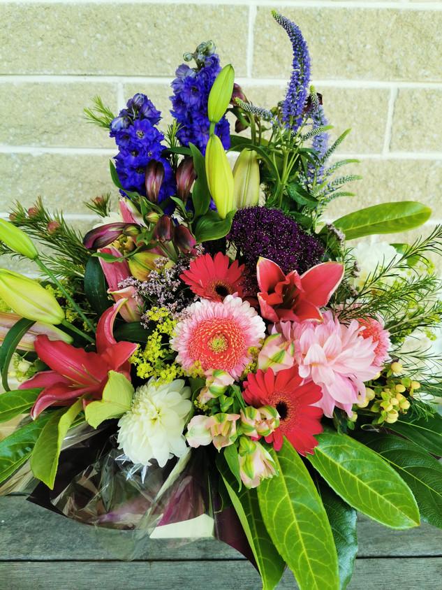 flowerlove-memorial-arrangement-mixed.jp