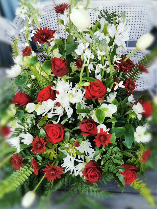flowerlove-memorial-arrangement-reds-whi