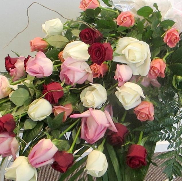 A-bundle-of-roses-flower-love-bouquet-ne