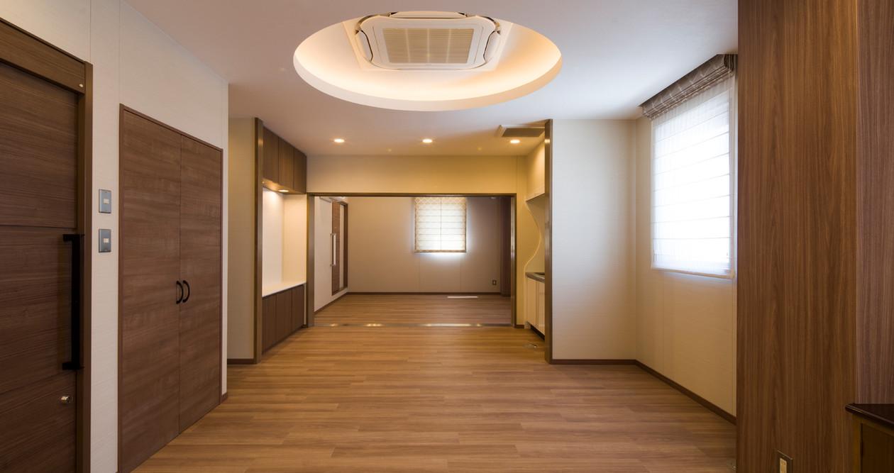 023_3階_キッチンより安置室−3を見る16:9.jpg