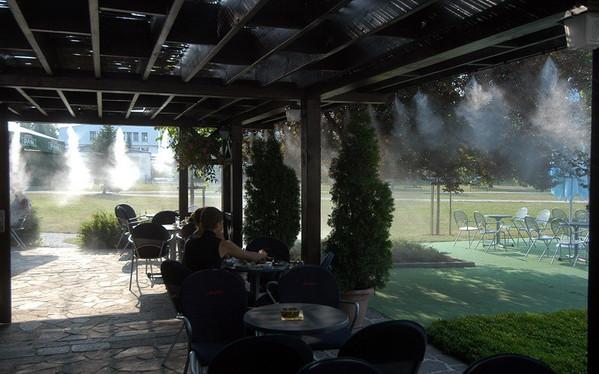 Охлаждение туманом на улице