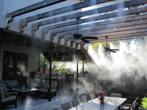 Охлаждение туманом в кафе