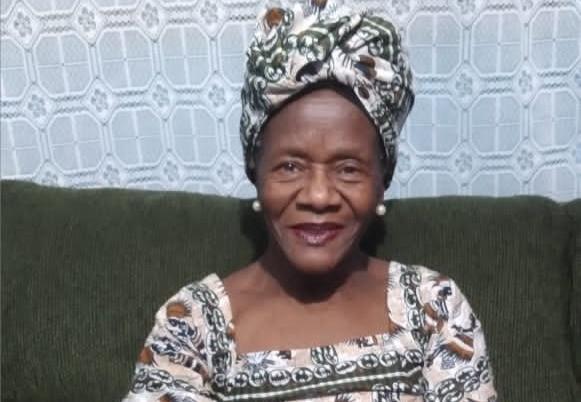 Dona Anna. - Quem é essa mulher que aos 89 anos, canta, dança e quer conhecer o mundo?