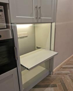 Retractable shelf