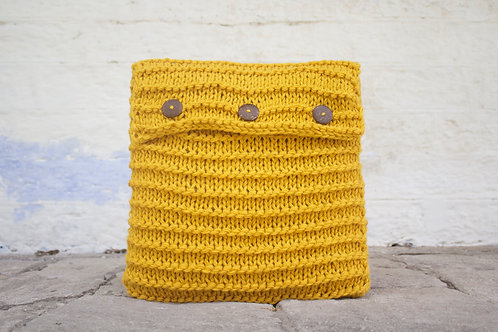 3540  - Knitted Cushion