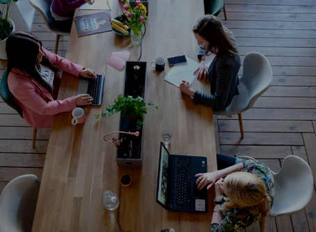 Quais são as vantagens de compartilhar um ambiente de trabalho com profissionais de outras áreas?
