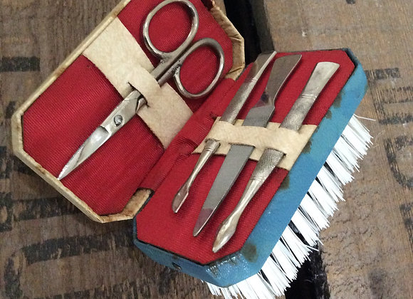Travel Manicure Set / Nail Brush