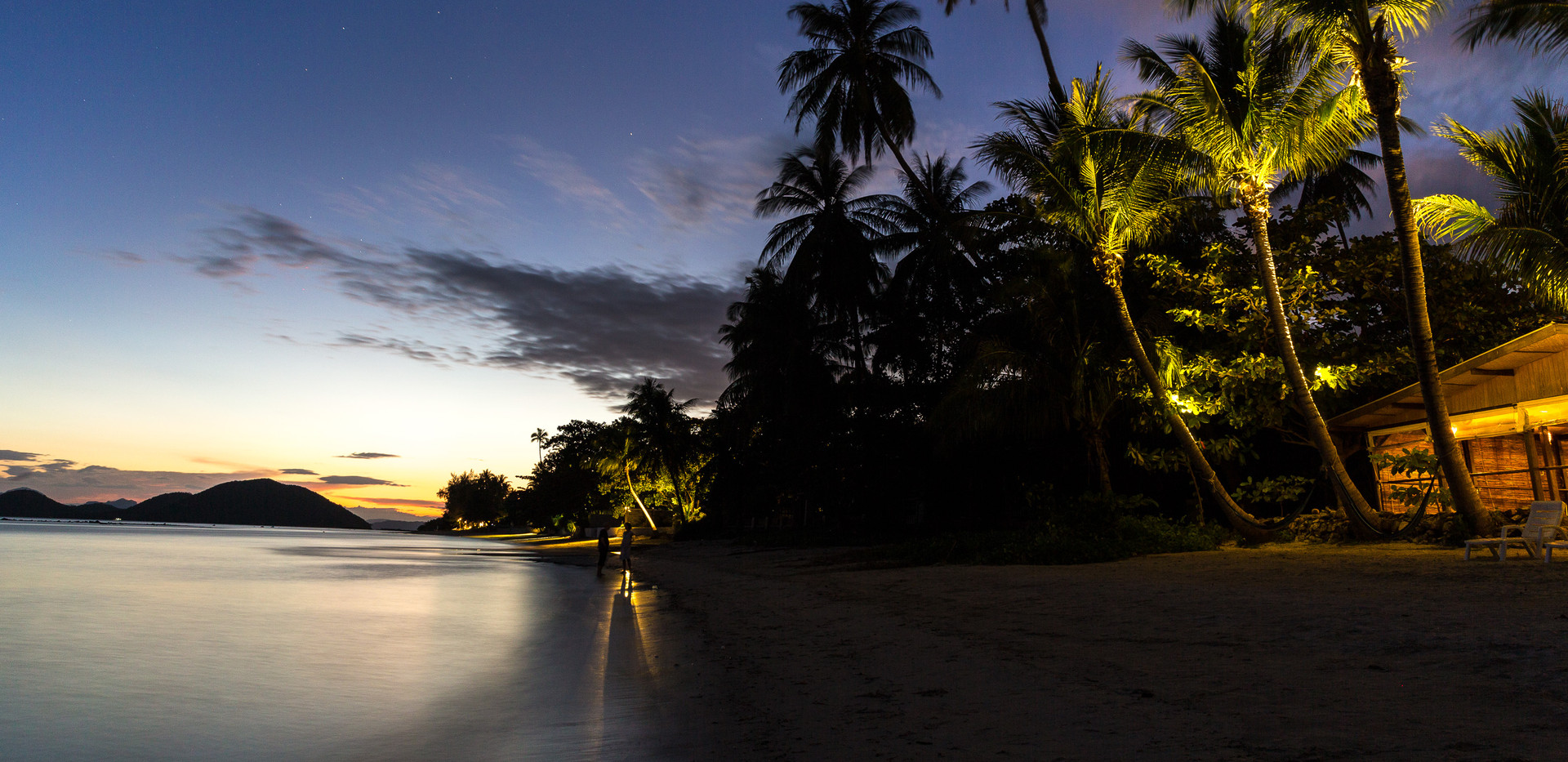 Sundusk-Palm-trees-beach.jpg