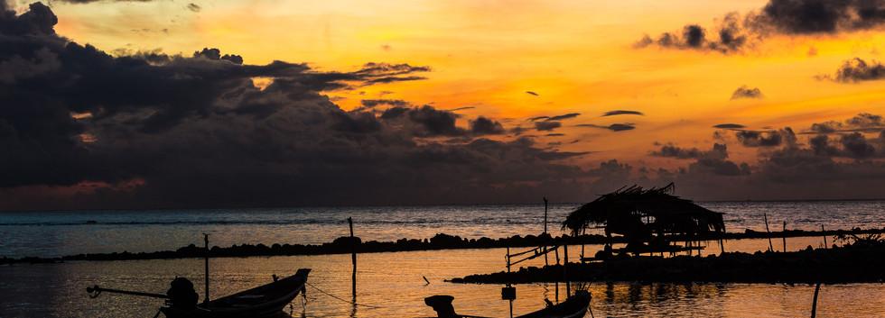 Samahita-Sunset-beach-boats.jpg