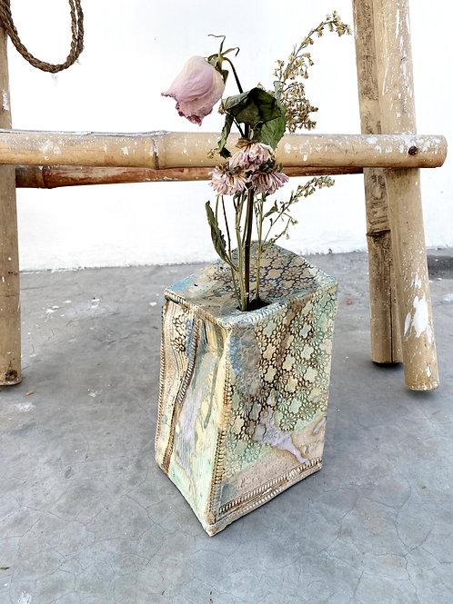 Tsubaki Box Vase