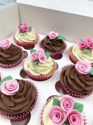 Rose Bud Cupcakes