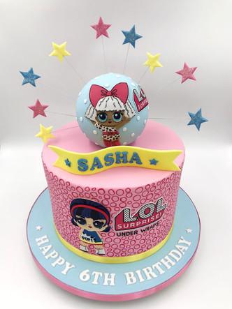 LOL Suprise Capsule Cake