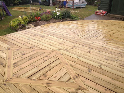 Curved Deck with Diamond Feature